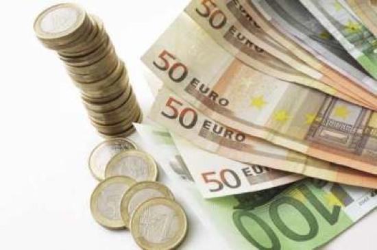 تراجع اليورو تزايد المخاوف تدخل 22292_1398183616.jpg