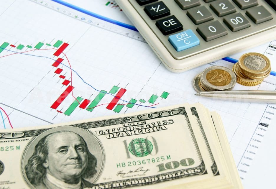 استقرار سلبي للدولار الأمريكي لأول مرة في أربعة جلسات أمام الين الياباني في أولى جلسات هذا الأسبوع