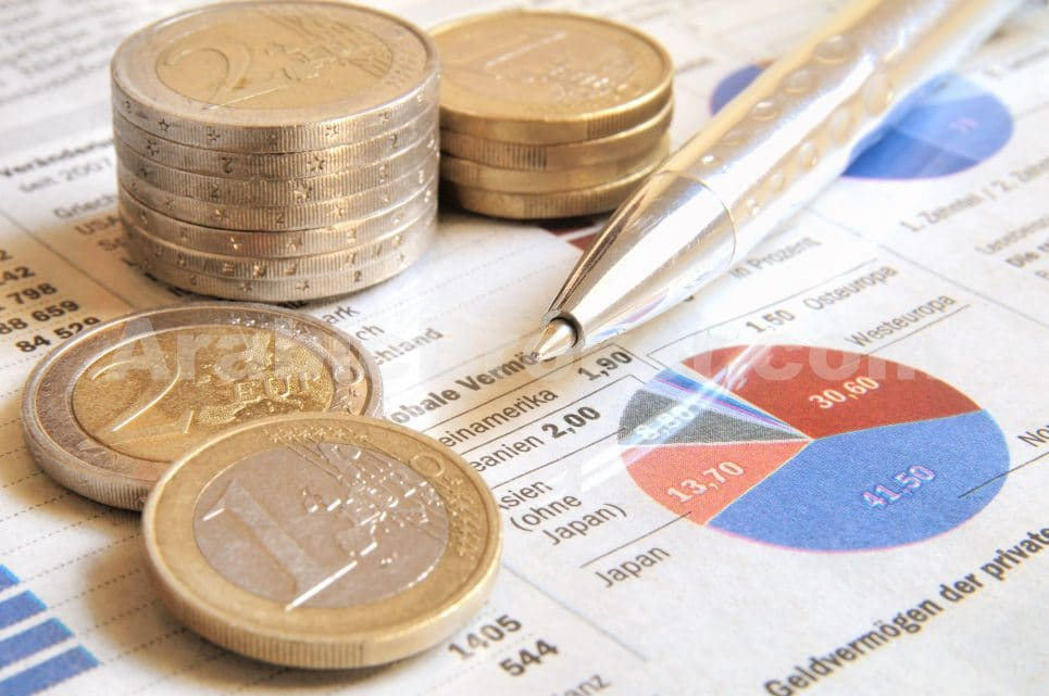 اليورو ينخفض بعد صدور بيانات اقتصادية ضعيفة وتصريحات