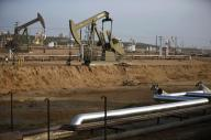 ارتفاع أسعار النفط للأعلى لها في ثلاثة أعوام ونصف