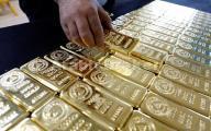 الذهب يلامس أعلى مستوى في شهر بفضل التوترات السياسية في أوروبا