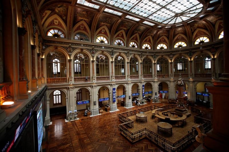 مؤشرات الأسهم في إسبانيا هبطت عند نهاية جلسة اليوم؛ إيبكس 35 تراجع نحو 0.26%