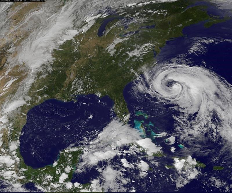 مركز: العاصفة ماريا تشتد وتتحول إلى إعصار مجددا
