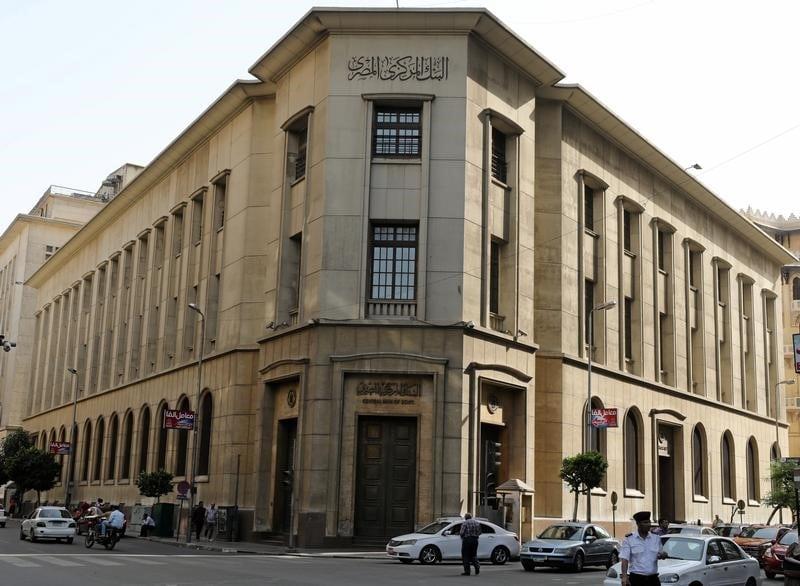 البنك المركزي المصري يبقي أسعار الفائدة دون تغيير