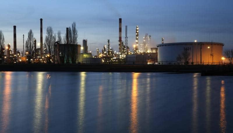 أسعار النفط تهبط مواصلة التراجع عن مكاسبها التي سجلتها مؤخرا