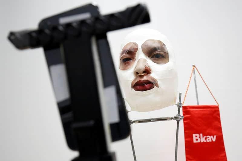 باحث فيتنامي يقول إنه اخترق خاصية آيفون للتعرف على الوجه