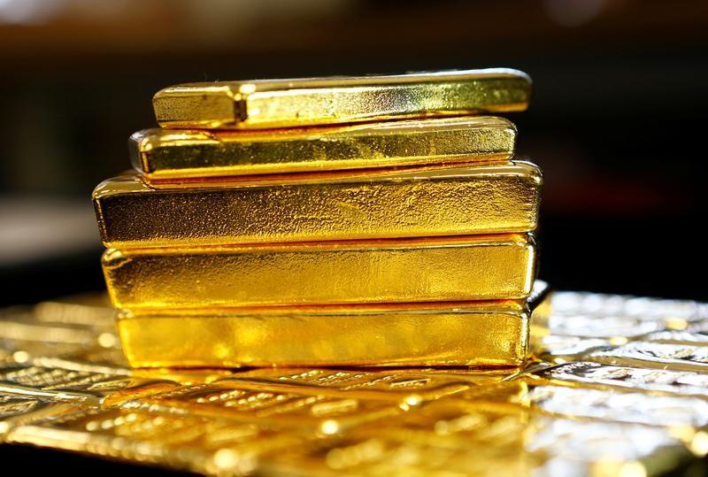 الذهب يتحرك في نطاق ضيق مع قوة الدولار