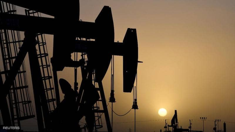 النفط يعمق خسائره بفعل تزايد القلق بشأن