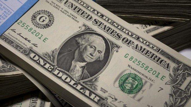 الدولار يحافظ على مكاسبه مع تجدد الشكوك حيال لقاح فيروس كورونا