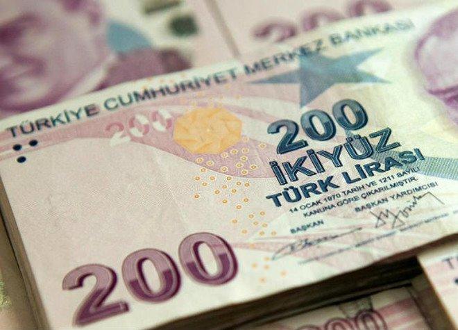 الليرة التركية تسجل مستويات متدنية جديدة مقابل الدولار