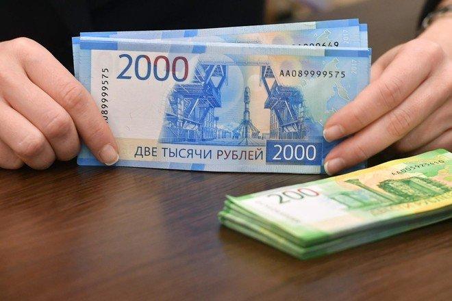 الروبل الروسي عند أدنى مستوى في 6 سنوات مقابل اليورو