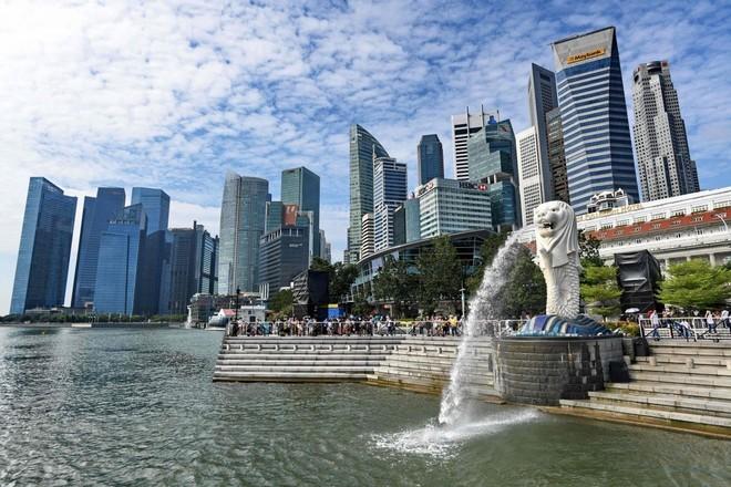رئيس وزراء سنغافورة: من المستبعد أن ينتعش اقتصاد البلاد بصورة قوية قريبا