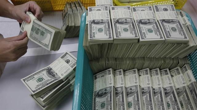 الدولار يرتفع بعد تعليق بعض التمويلات الطارئة في المركزي الأمريكي