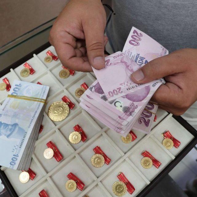 العملة التركية تعاود الهبوط إلى 8 ليرات للدولار والأتراك يشترون الذهب