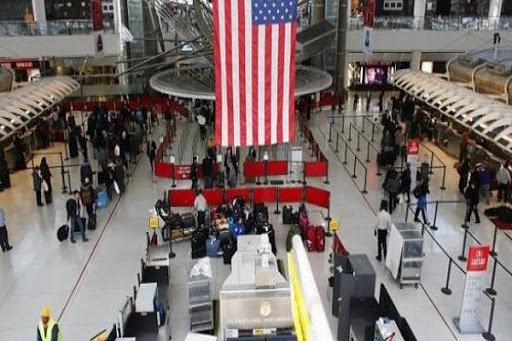 تراجع حركة السفر عبر المطارات الأمريكية