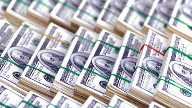 الدولار يتراجع وسط تفاؤل حيال مساعدات مرتبطة بالجائحة