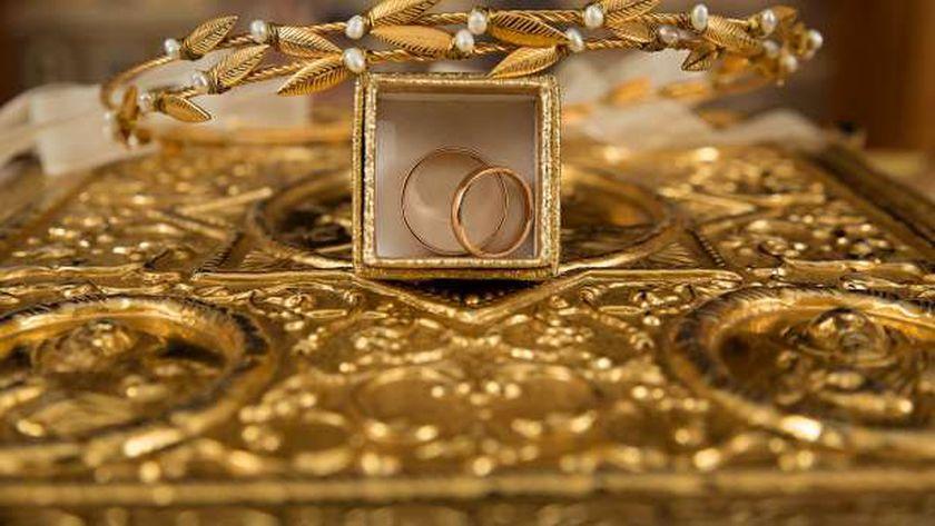 الذهب يغلق على انحفاض بحوالي 2% وسط ارتفاع الدولار