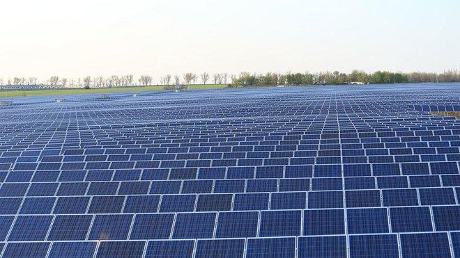 الصين تهدف لزيادة طاقة الرياح والطاقة الشمسية لأكثر من 1200 جيجاوات بحلول 2030
