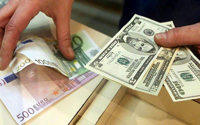 اليورو يتجاهل تهديد ترمب بوقف التحفيز والدولار يتراجع