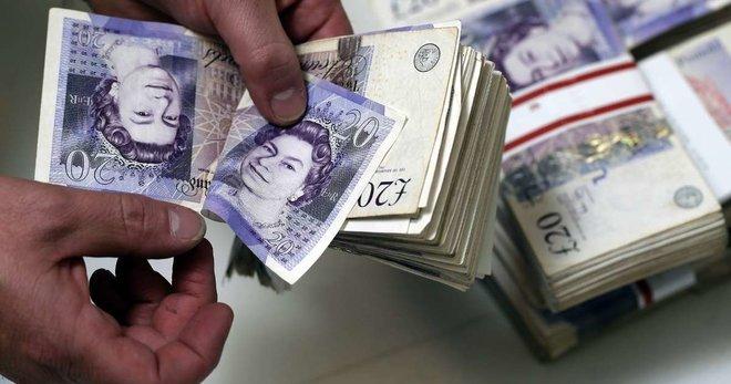 الإسترليني يرتفع والدولار مهدد وسط آمال في قرب اتفاق بشأن الخروج البريطاني
