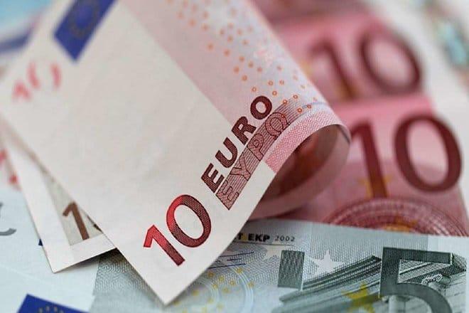 اليورو يصعد مع تأثر الدولار سلبا بتوقعات التحفيز الأمريكي