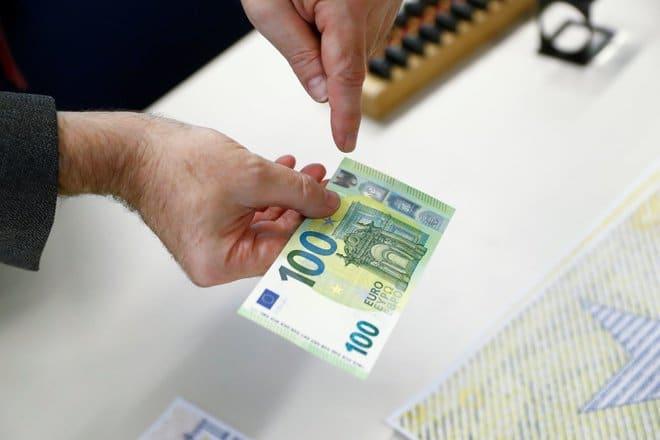 اليورو والاسترليني يواجهان ضغوطا بعد اكتشاف سلالة جديدة من كورونا