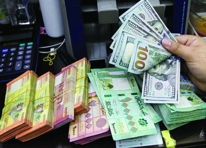 الدولار ينخفض مع إقبال المستثمرين على المخاطرة