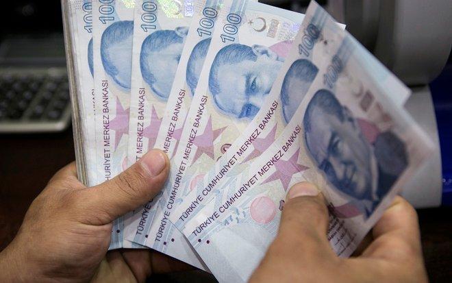 الليرة التركية تواصل التراجع وسط مخاوف بشأن سياسات البنك المركزي