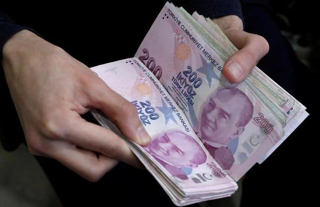 الليرة التركية تتراجع إلى 8.29 مقابل الدولار بعد إقالة نائب محافظ البنك المركزي