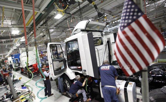 نشاط المصانع الأمريكية يبلغ ذروة 3 أعوام وضغوط التكاليف تتصاعد