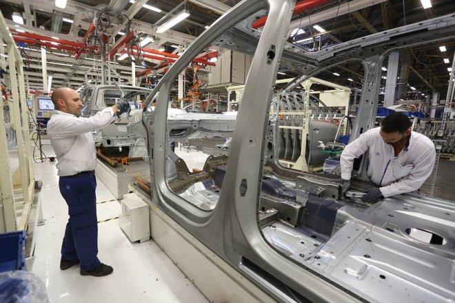 هبوط إيرادات أكبر 17 مصنعا للسيارات في العالم 13 %