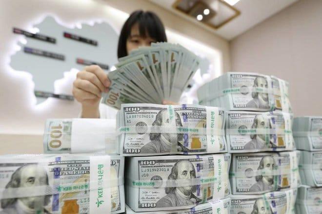 تداولات الصرف الأجنبي تهبط 10% خلال مارس