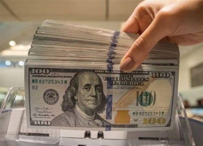 الدولار يتراجع من ذروة أسبوعين قبيل تقرير الوظائف في أمريكا