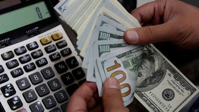 الدولار يهبط